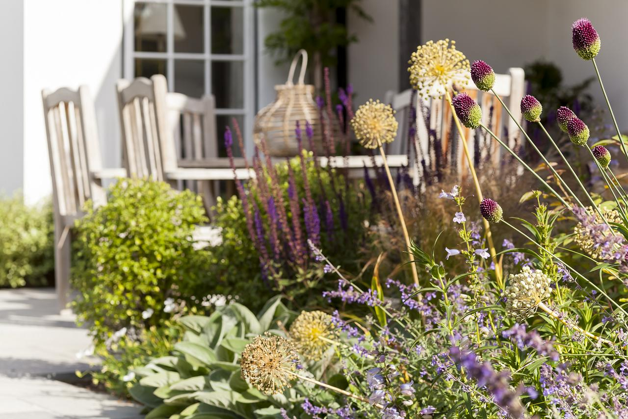 Contact us for your surrey garden designs ideas for Garden design awards